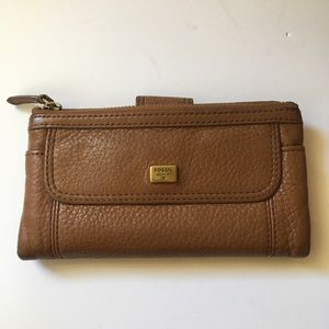 Fossil snap closing leather wallet
